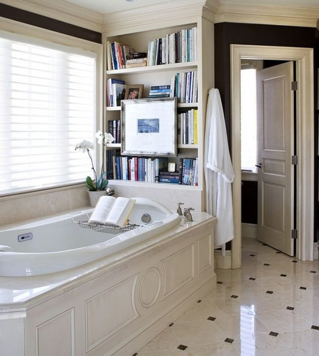 10 Exceptional Bathrooms With Bookshelves That You're Gonna Love