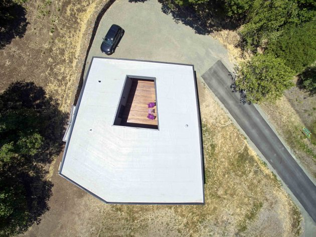 Box on the Rock by Schwartz and Architecture in Sonoma, California