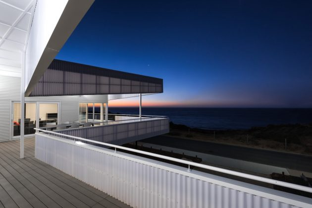 Falcon Beach House by Iredale Pedersen Hook Architects in ...