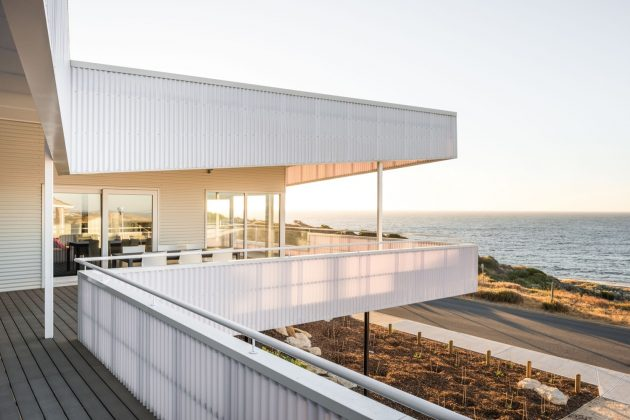 Falcon Beach House by Iredale Pedersen Hook Architects in Australia