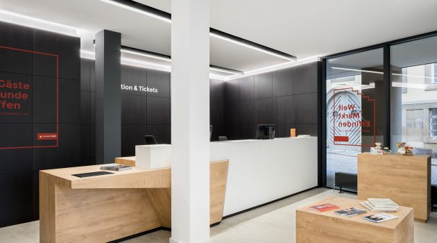 Reception desk expressing the synergy between shape, colour and materials