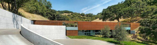 Bridge House by Stanley Saitowitz in California, USA