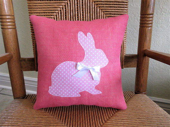 18 Beautiful Handmade Easter Pillow Designs To Add To Your Festive Decor