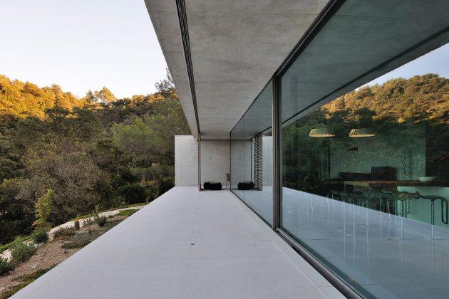 La Mira Ra House by AUM Pierre Minassian in Southern France