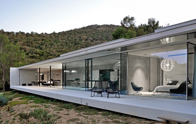 La Mira Ra House by AUM Pierre Minian in Southern France Southern France House Design on marseille france beach house, venice house, athens house, ukraine house, england house, israel house, barcelona house, nice house, monaco house, bordeaux house, norway house,