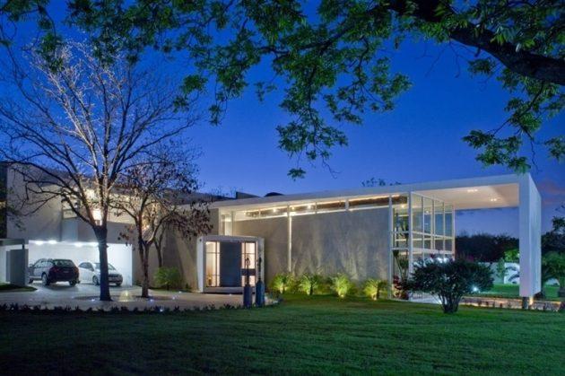 Uro House by 7XA Taller de Arquitectura in Monterrey, Mexico