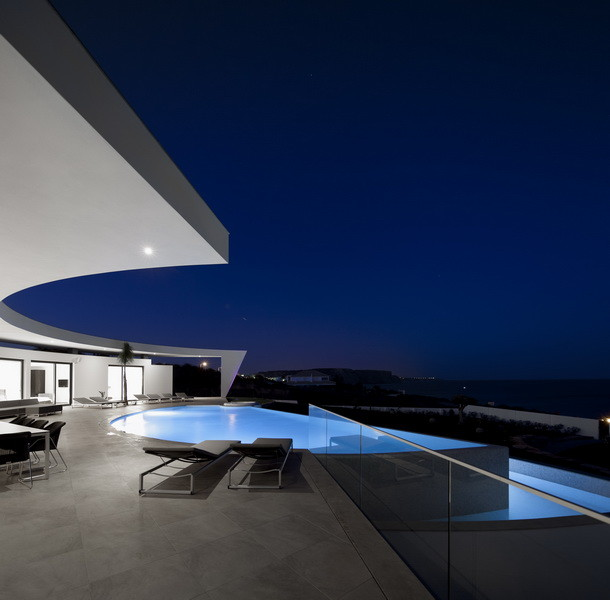 Colunata House by Mario Martins in Lagos, Portugal