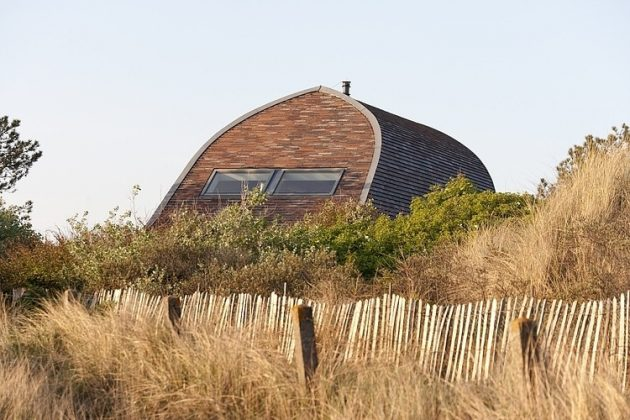 Dune House by Min2 in Bergen, North Holland