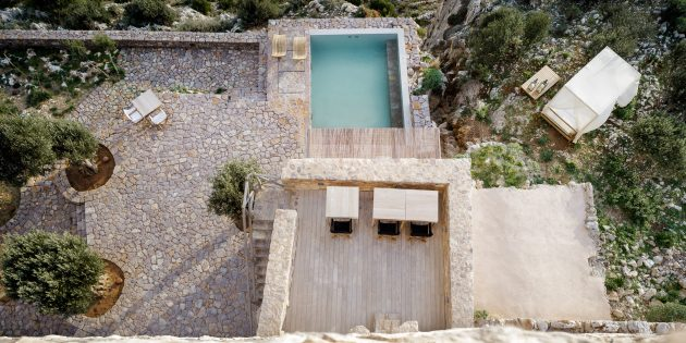 Tainaron Blue Retreat by Kostas Zouvelos and Kassiani Theodorakakou in Greece