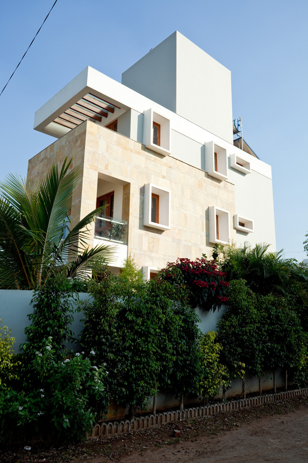 Dhananjay Pathade Residence by Sunil Patil and Associates in India