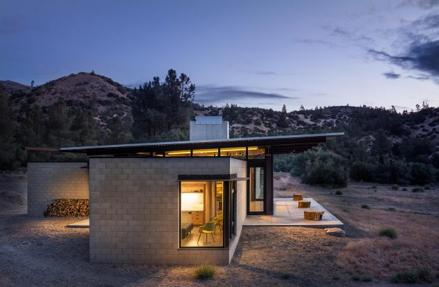 Sawmill Retreat By Olson Kundig Architects In Tehachapi