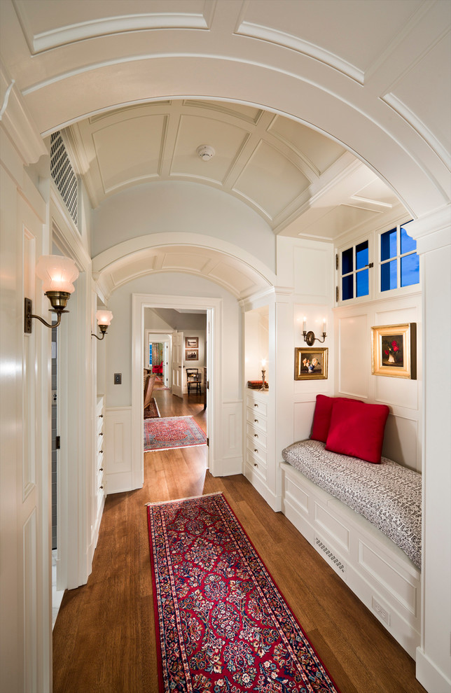 16 Beautiful Traditional Hallway Designs You Should Explore