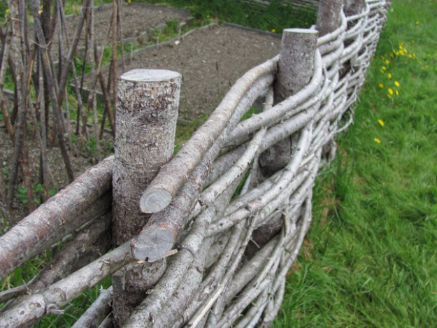 17 Fantastic DIY Fence Ideas You Should Consider Making For Your Yard
