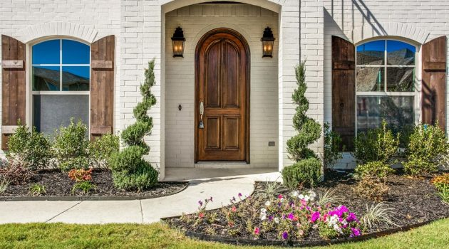 17 Inviting Traditional Entryway Designs You'd Love To Walk Into