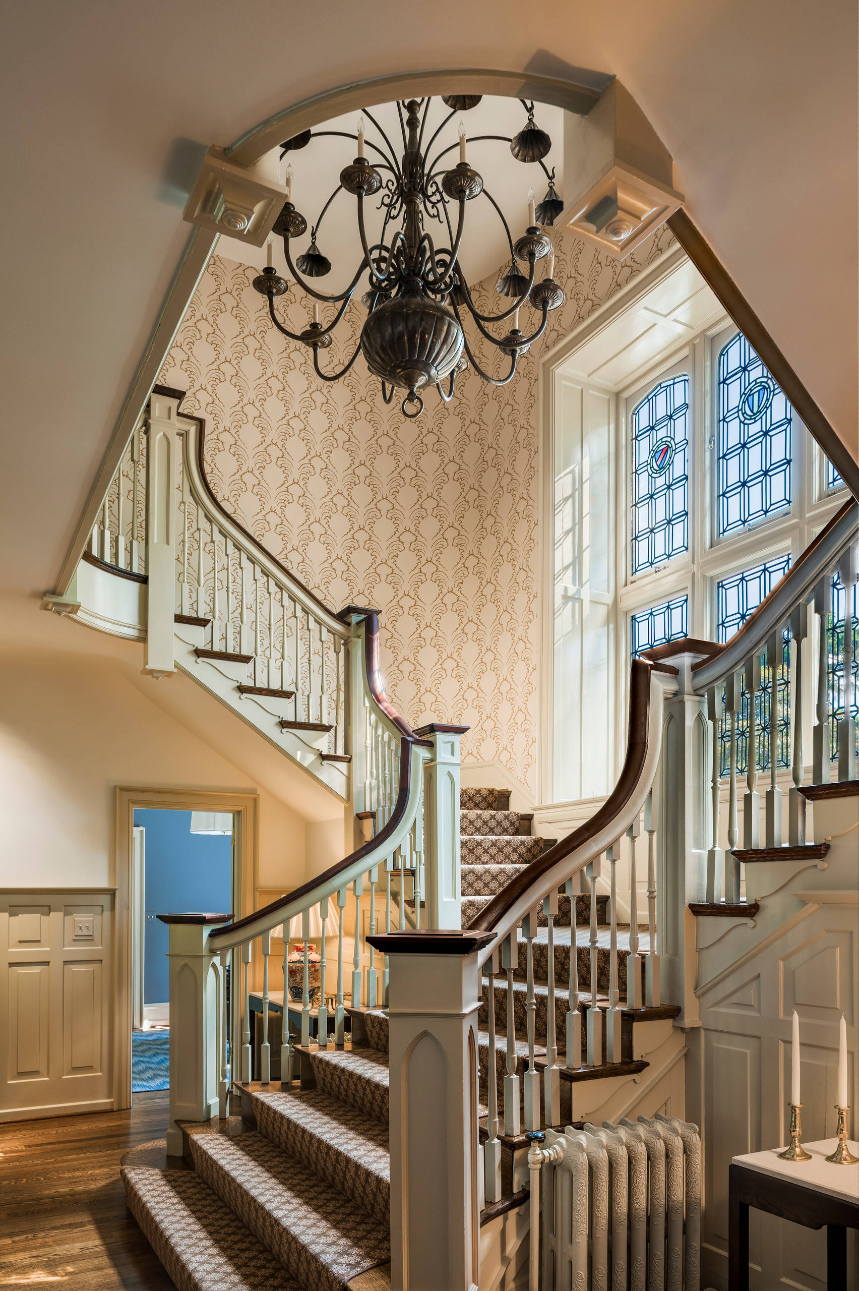 18 Elegant Traditional Staircase Designs That Will Take ...