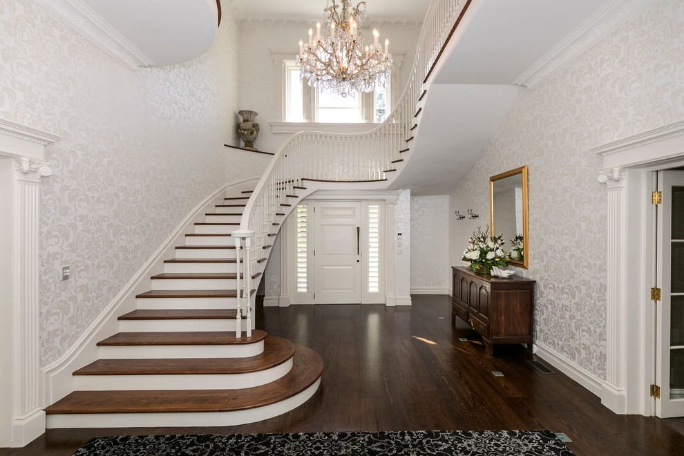 18 Elegant Traditional Staircase Designs That Will Take Your Breath Away