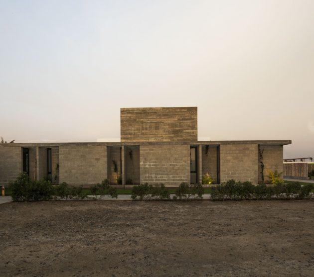 Bogavante House by Riofrio Arquitectos in Paracas, Peru