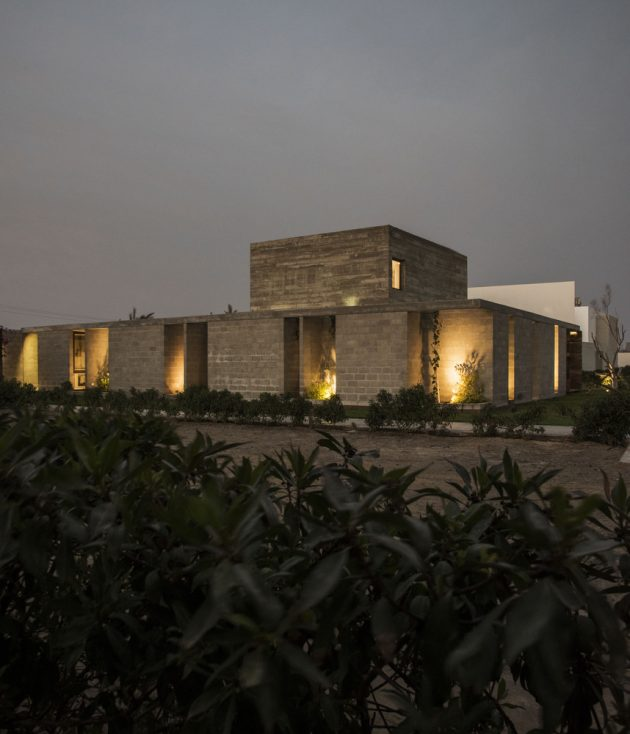 Bogavante House by Riofrio Arquitectos in Paracas, Peru ...