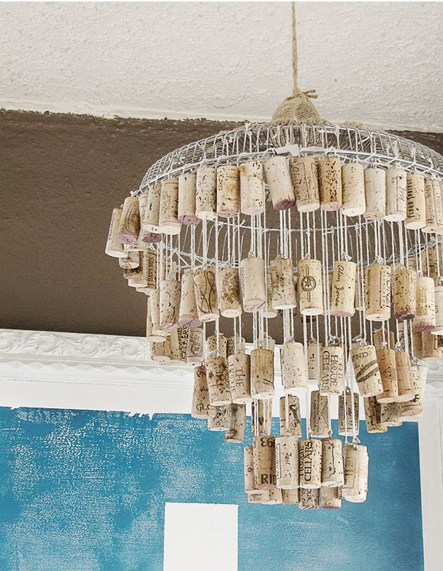 15 Awesome Little Wine Cork Crafts That You Can Make In A Heartbeat