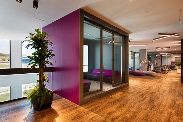 An Office Design Energized By Colors: İSPAK Flexible Packaging Administration Building