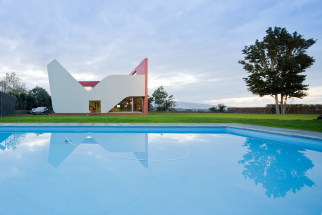 House on the Flight of Birds by Bernardo Rodrigues in Portugal