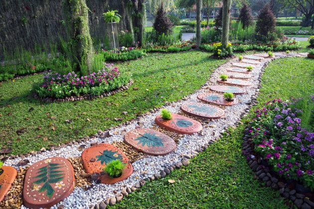 15 Creative DIY Stone Path Designs That Everyone Can Do
