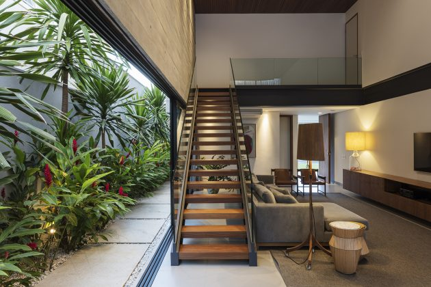 Castro House by Aguirre Arquitetutra in Southeastern Brazil