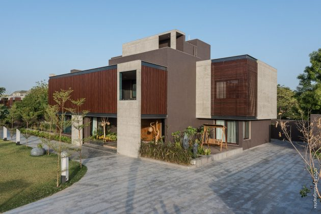 Screen House by The Grid Architects in Ahmedabad, India