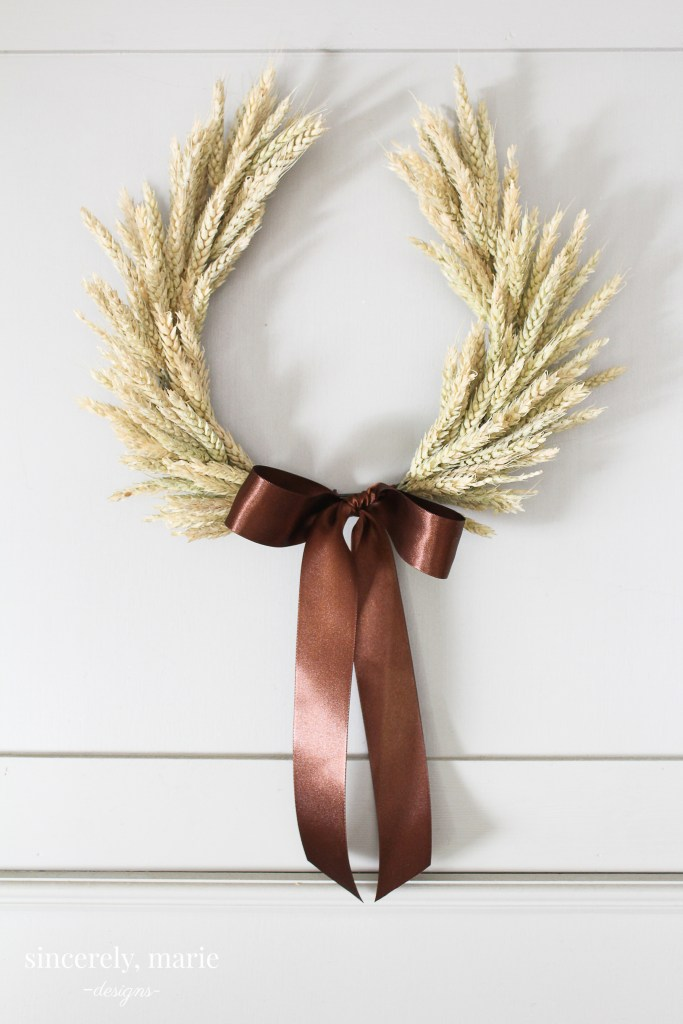 20 Absolutely Adorable DIY Thanksgiving Wreath Ideas You'll Craft Right Away