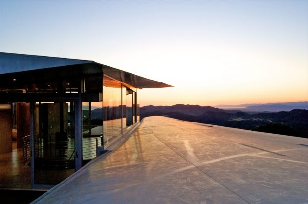 747 Wing House by David Hertz Architects in Malibu, California