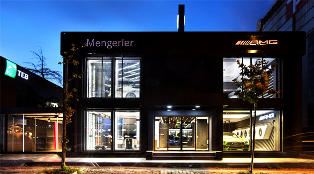 A Strong Presentation of Space: Mercedes Benz AMG Digital Showroom