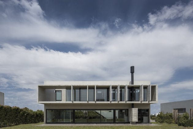 BLQ House by Luciano Kruk in Quilmes, Buenos Aires