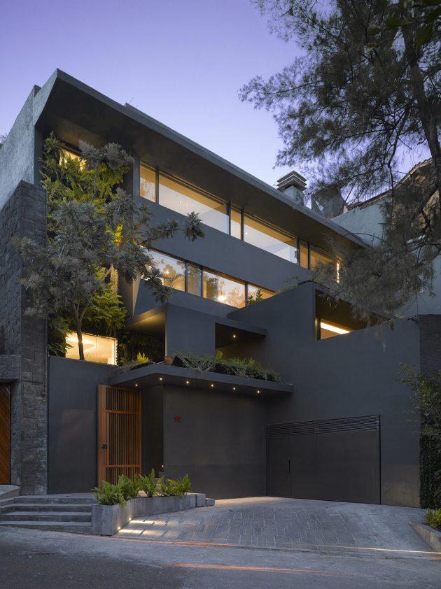 Barrancas House by EZEQUIELFARCA Arquitectura y diseno in Mexico City
