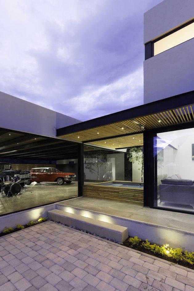 Collector's House by CU+AR ESTUDIO in Paute, Ecuador