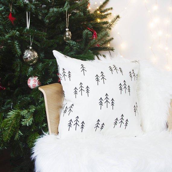 15 Joyful Handmade Christmas Pillows And Covers For Your Decor