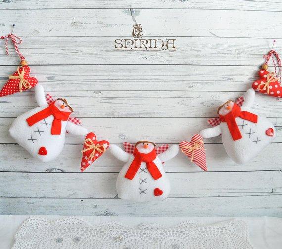 15 Vivid Handmade Christmas Banner & Garland Designs
