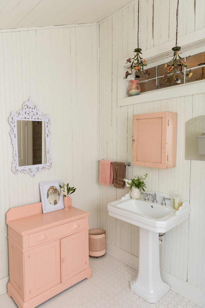 16 Charming Shabby-Chic Bathroom Interiors With A Vintage Touch