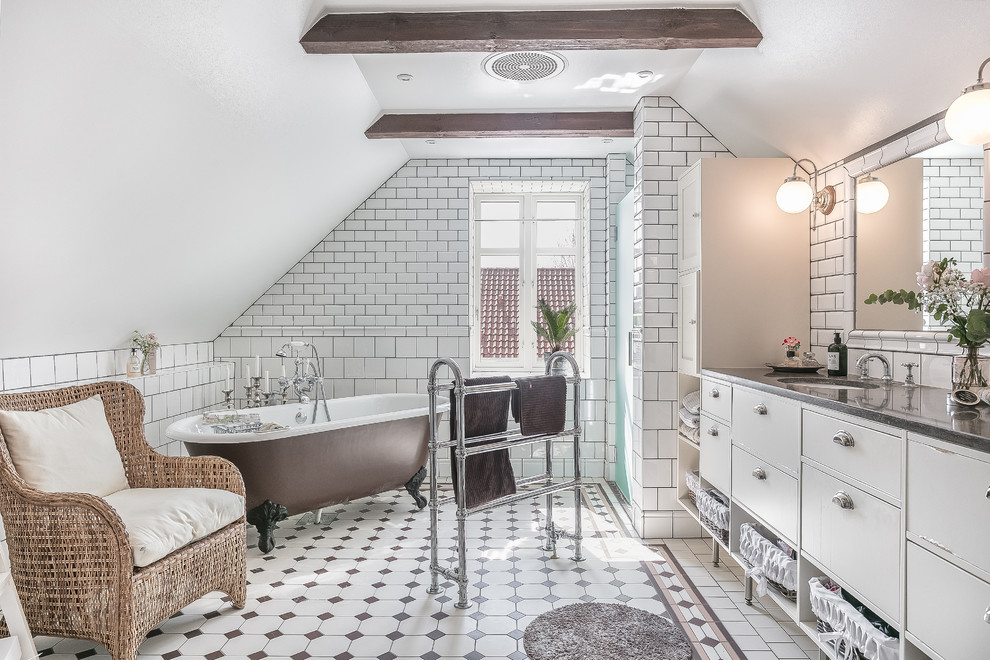 Rock Your Reno With These 11 Bathroom Mirror Ideas: 16 Charming Shabby-Chic Bathroom Interiors With A Vintage