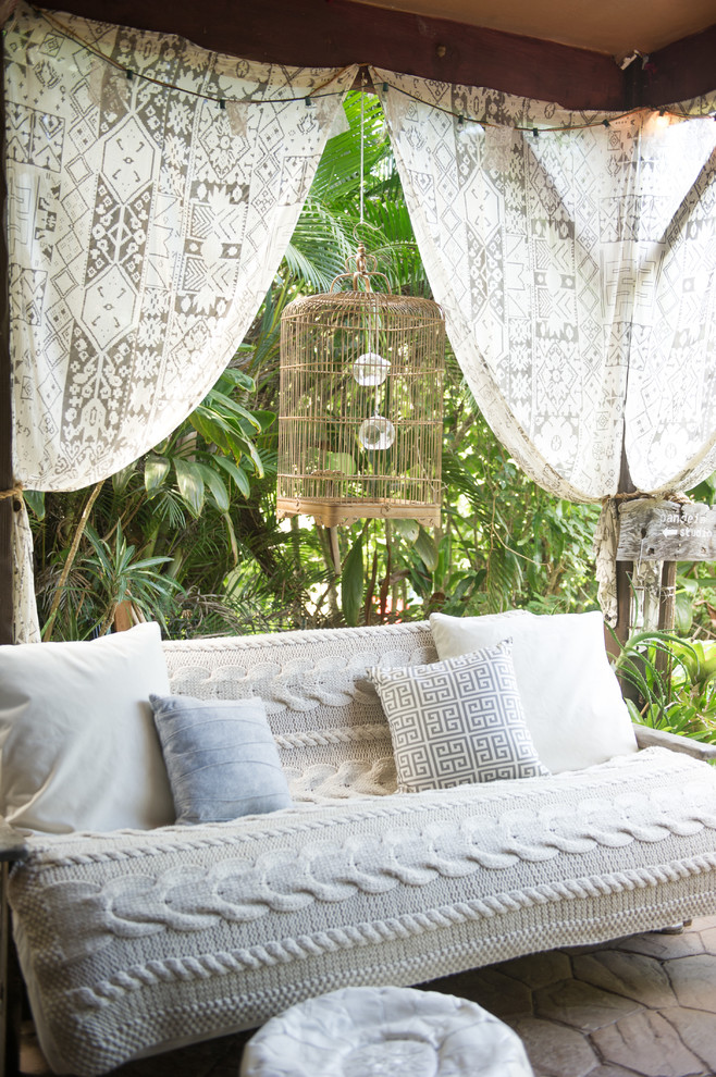 16 Enchanting Shabby-Chic Patio Designs For Your Garden