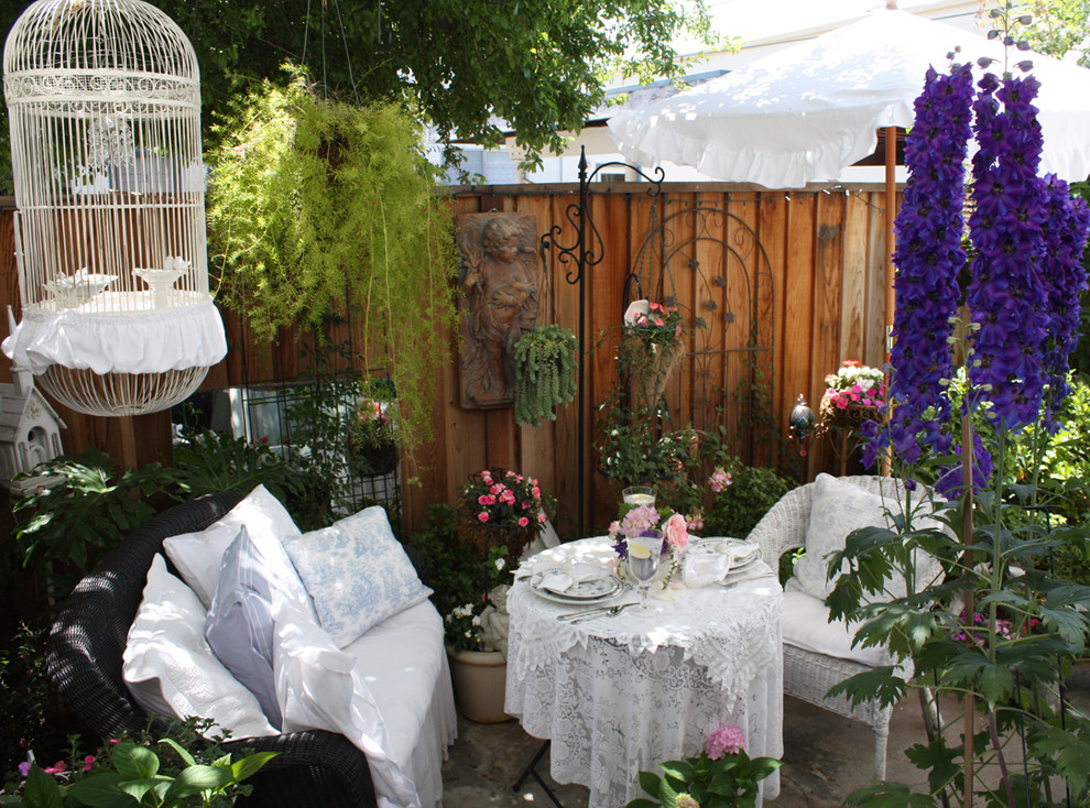 16 Enchanting Shabby Chic Patio Designs For Your Garden