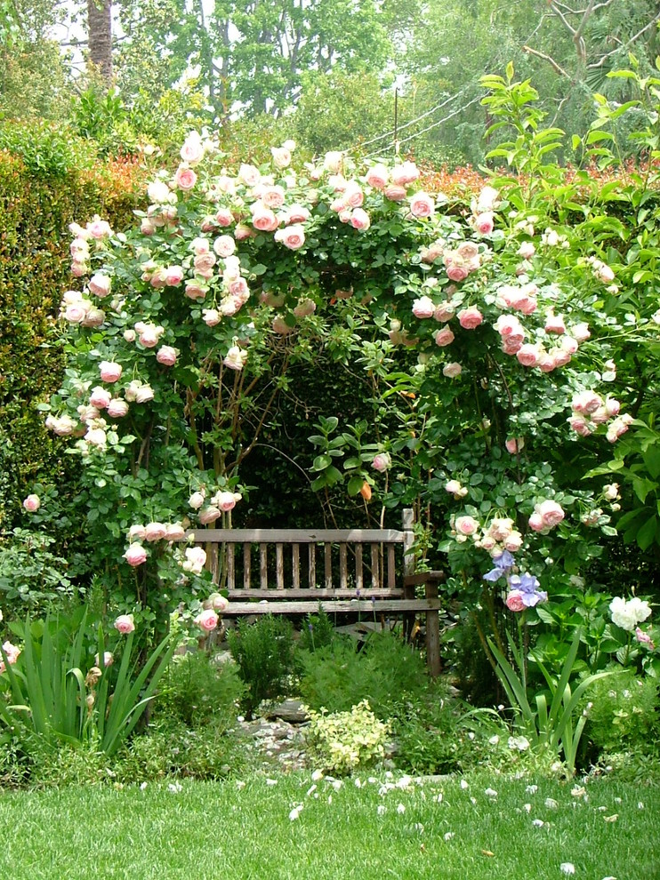 16 Lush Shabby-Chic Landscape Designs You'll Fall In Love With