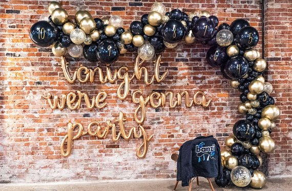 16 Sparkling Festive Banner & Garland Designs For New Years