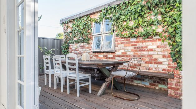 17 Charming Shabby-Chic Deck Designs You Need In Your Backyard