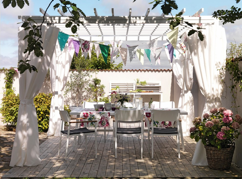 17 Charming Shabby Chic Deck Designs You Need In Your Backyard