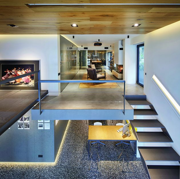 A Photography Studio, A Private House and An Art Gallery: STUDIO LOFT
