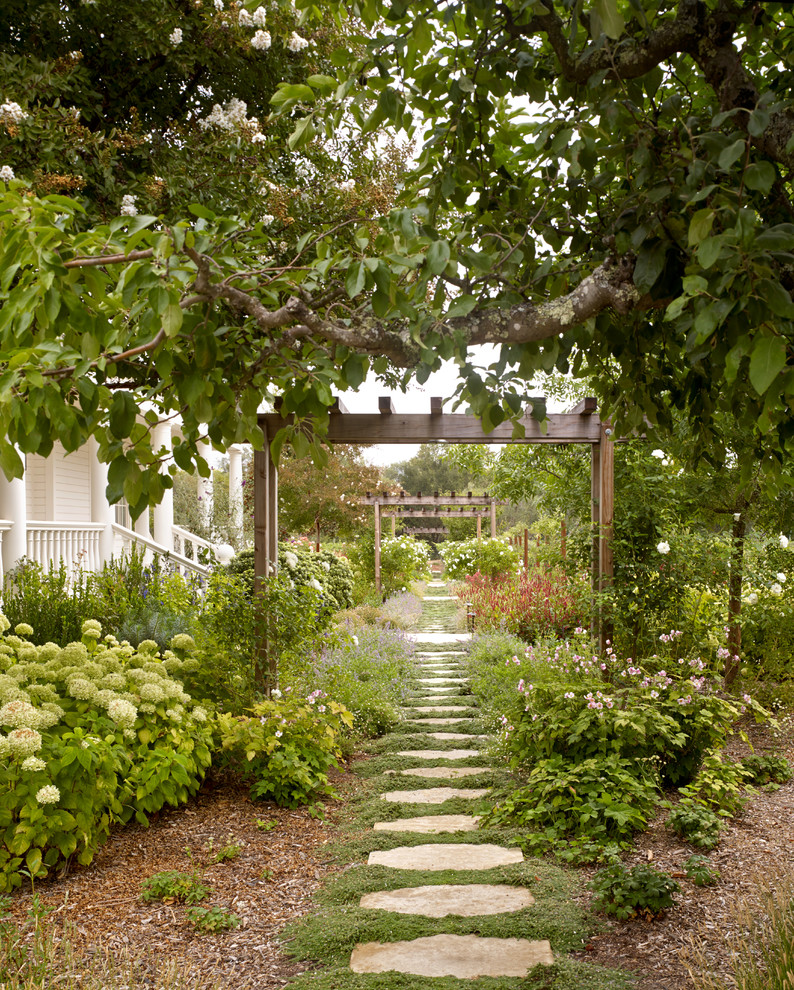 18 Breathtaking Farmhouse Landscape Designs You'll Wish To Have In Your Garden