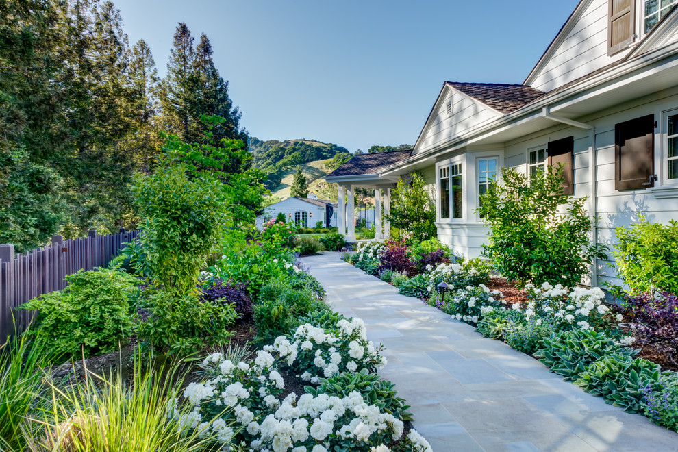 18 Breathtaking Farmhouse Landscape Designs You'll Wish To ... on Farmhouse Backyard Landscaping id=61764