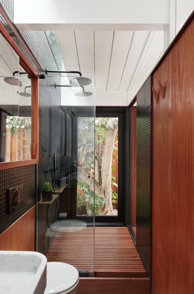 Modern Bathroom By Homify Modern: 20 Imposing Mid-Century Modern Bathroom Designs You'll