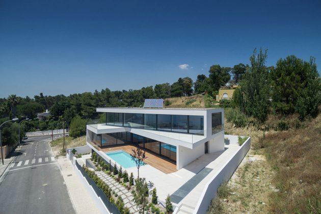 JC House by JPS Atelier in Cruz Quebrada, Portugal