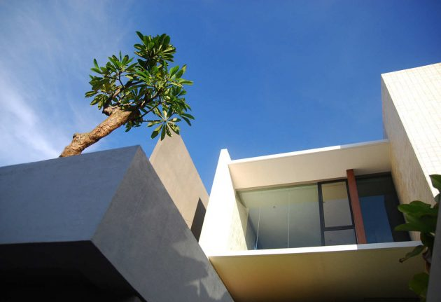Tan Residence by Chrystalline Artchitect in Jakarta, Indonesia